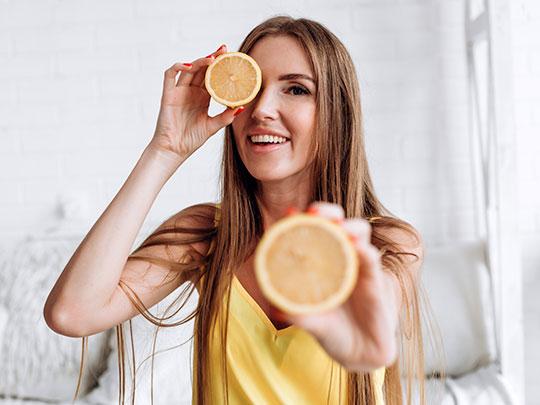 Tire suas dúvidas sobre o uso da Vitamina C tópica – Clínica Dra. Gianna
